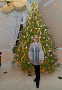 Bonnie next to a Christmas tree